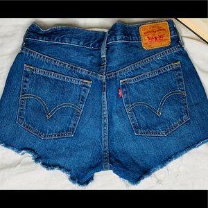 501 vintage Levi's denim shorts.